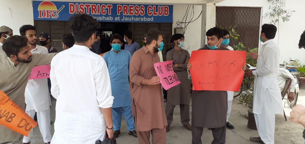 طلباء نے بھوک ہڑتال کی دھمکی دے دی